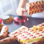Jak kupować prezenty i nie zwariować? Świąteczny budżet dla opornych