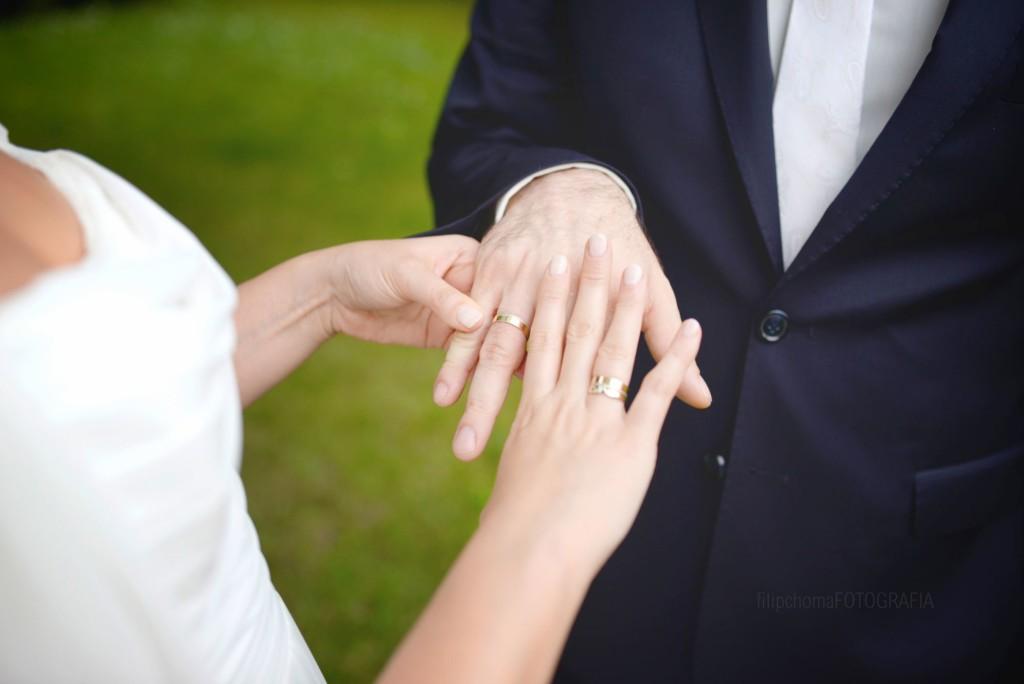 Jak tanio zorganizować wesele - obrączki