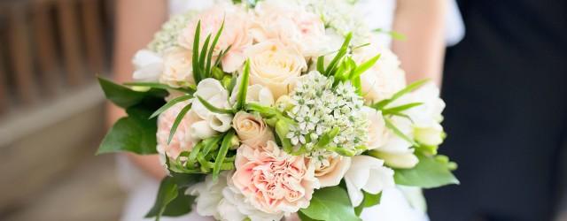 Jak tanio zorganizować ślub - bukiet